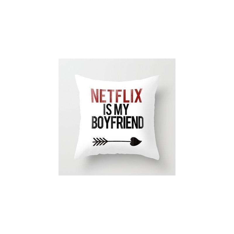 Coussin Netflix is my boyfriend